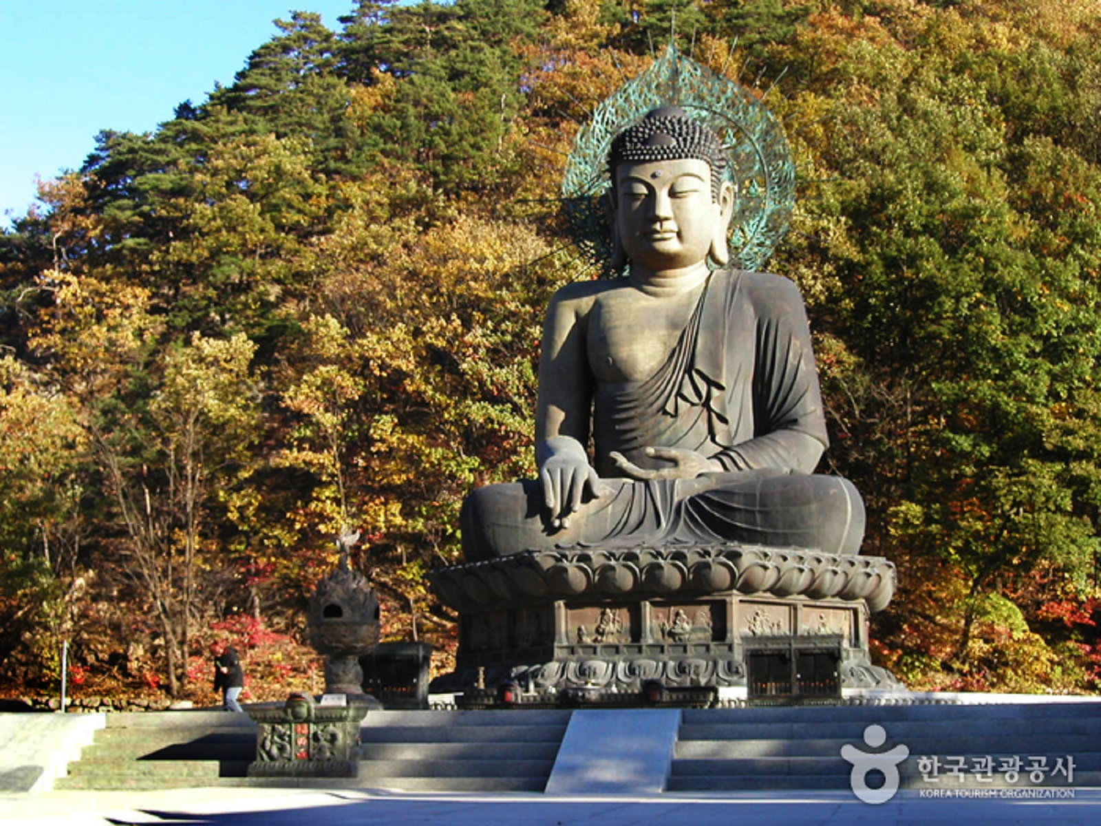 Shinheungsa Temple - a place to see giant bronze Buddha standing guard