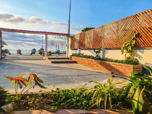 PALO SANTO TRAVEL HABITACION FAMILIAR EN PUERTO LOPEZ FRENTE AL MAR