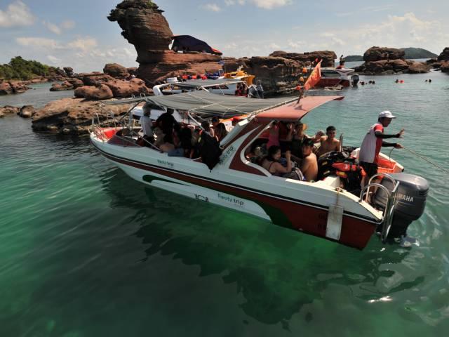 Viet Ventures Co., Ltd Cano thăm các đảo và lặn ngắm san hô