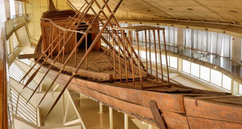 The boat museum of King <a href='../Egypt-Travel-Guide/The-Pyramid-of-Cheops-at-Giza.php' > <span  class='abs_img' style='background-image: url(../images/Egypt_attraction_guide/attraction/The-Pyramid-of-Cheops-at-Giza.jpg);' ></span> Cheops </a>