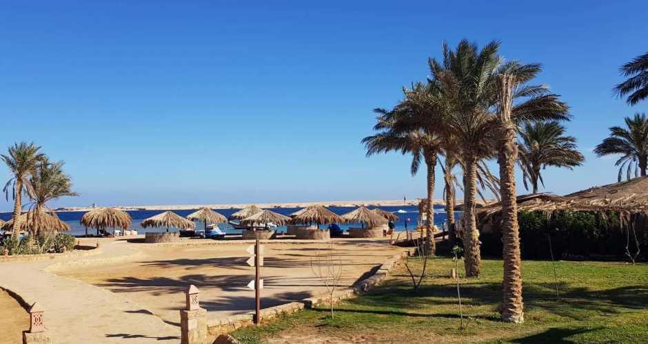 4-Sharm el Naga strand
