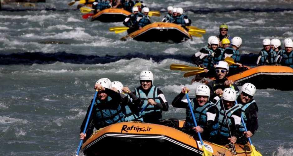 Team building rafting