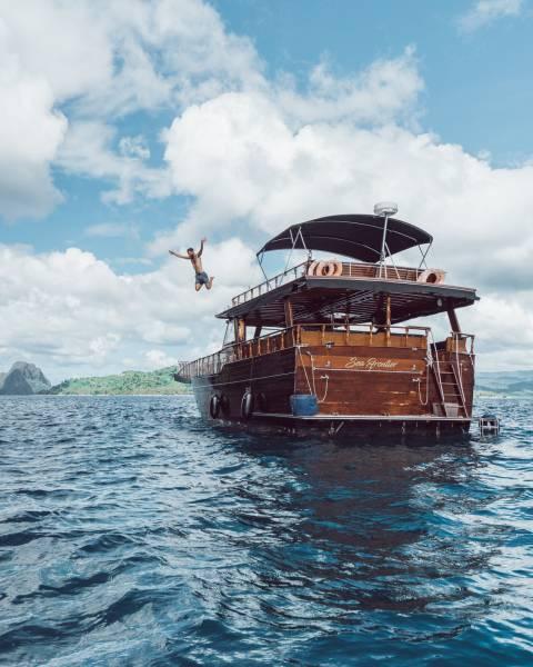 Philippine Island Cruise Corp SEA FRONTIER 木船