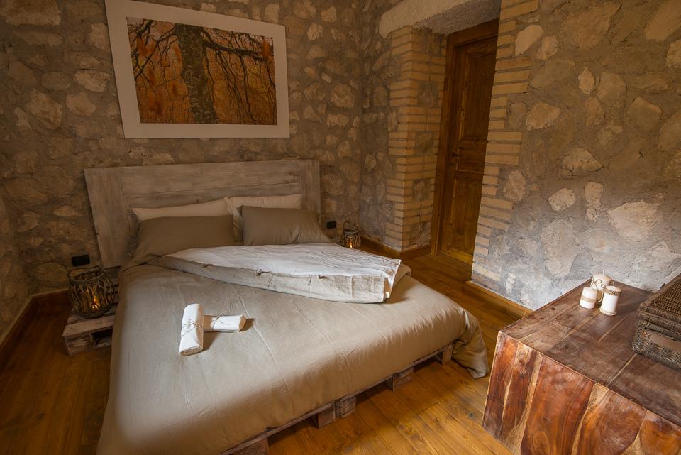 L'elegante camera matrimoniale con bagno privato